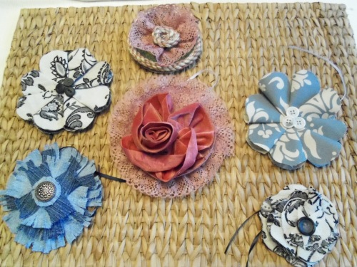Some flower brooches to pin on a jacket, handbag or hat.